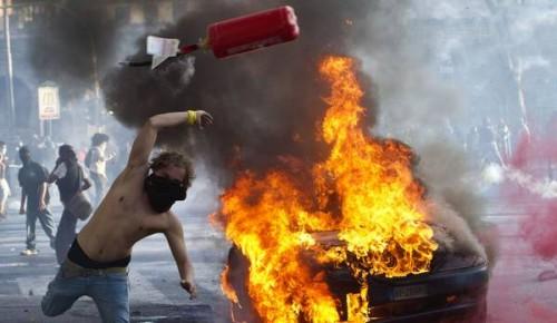 er pelliccia, 15 ottobre 2011, indignados, roma rivolta, blak bloc , incappucciati , blocco nero, centri sociali